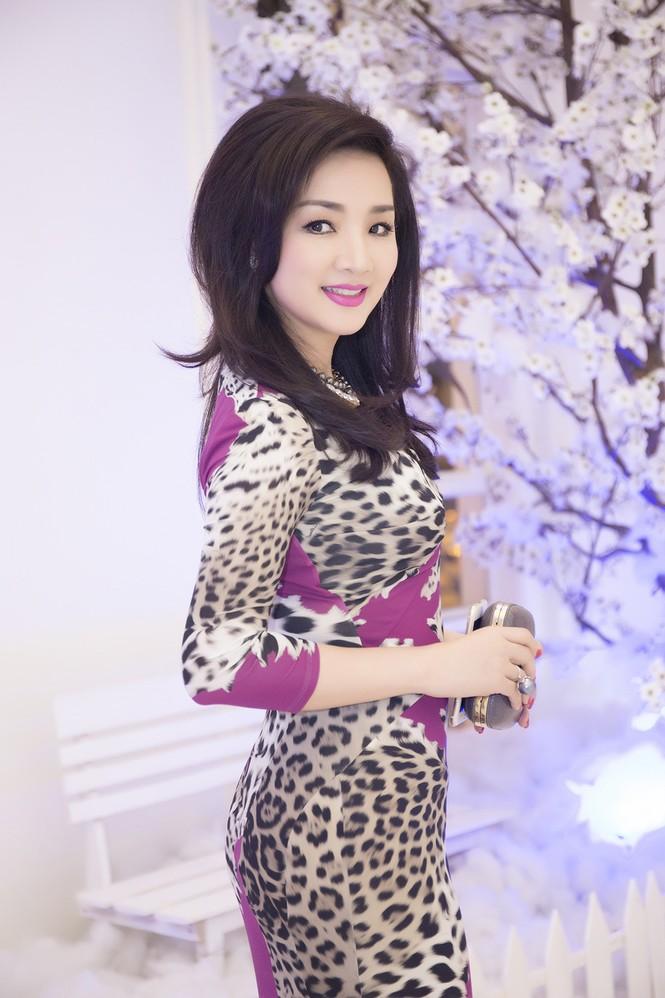 Giáng My diện váy da báo quyến rũ đi dự tiệc doanh nhân - ảnh 5