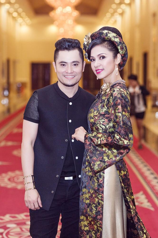 Phạm Hương, Quang Lê tươi rói xem Việt Trinh diễn áo dài - ảnh 2