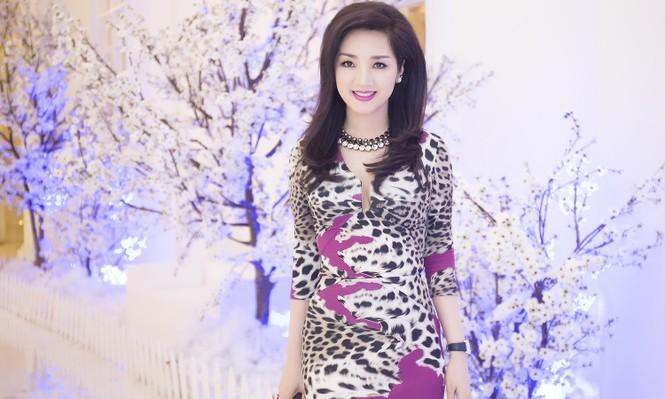 Giáng My diện váy da báo quyến rũ đi dự tiệc doanh nhân - ảnh 1