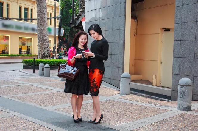 Á hậu Huyền My xinh đẹp cùng mẹ dự sự kiện - ảnh 2