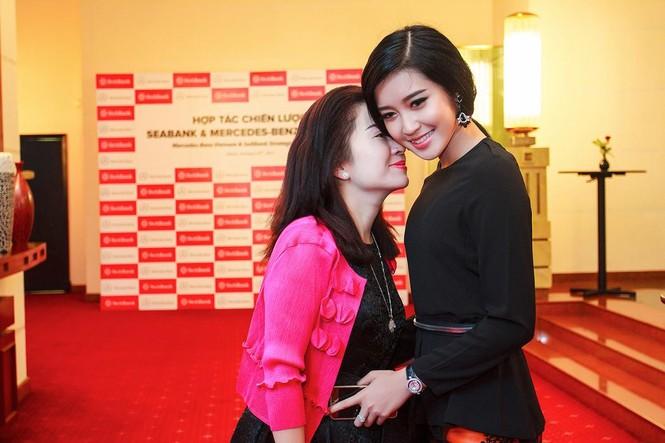 Á hậu Huyền My xinh đẹp cùng mẹ dự sự kiện - ảnh 7