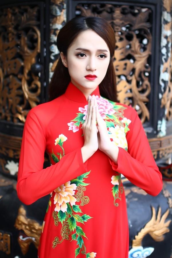 Hương Giang Idol thướt tha áo dài đi lễ chùa - ảnh 10