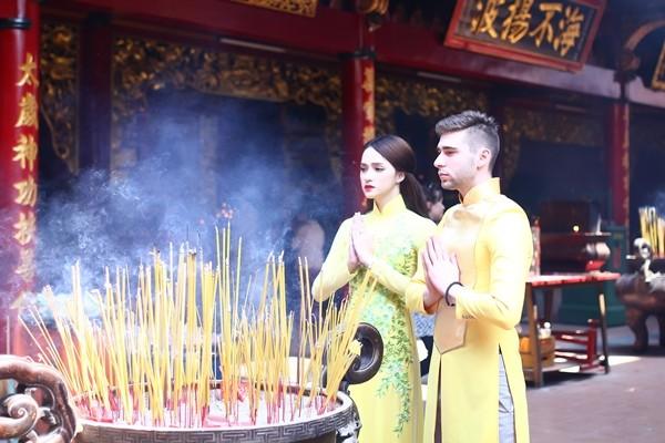 Hương Giang Idol thướt tha áo dài đi lễ chùa - ảnh 5