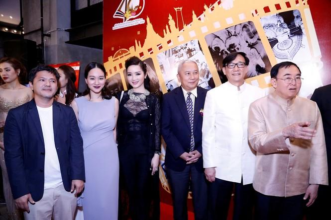 Giáng My mặc xuyên thấu quyến rũ dự Liên hoan phim Thái Lan - ảnh 8