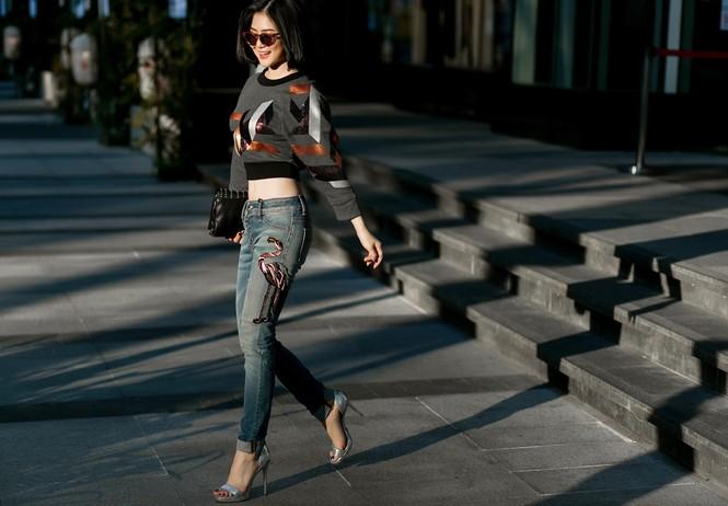 Hương Tràm khoe eo thon quyến rũ trên phố với 'cây' hàng hiệu - ảnh 5