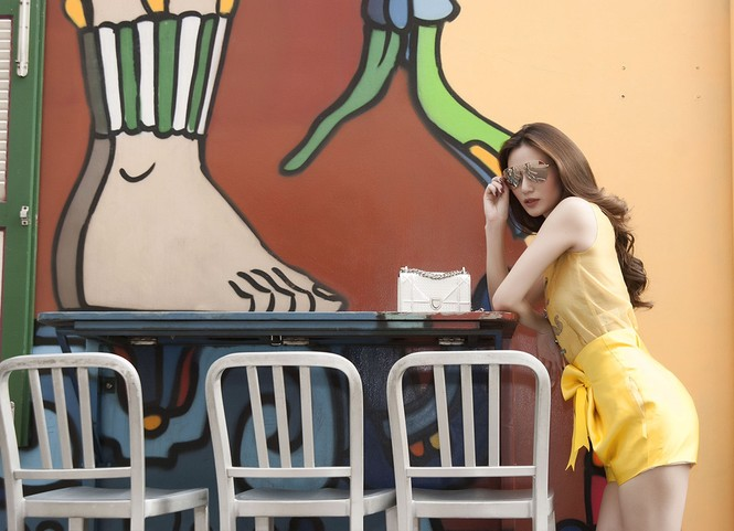Khánh My khoe đường cong quyến rũ trên đường phố Singapore - ảnh 8