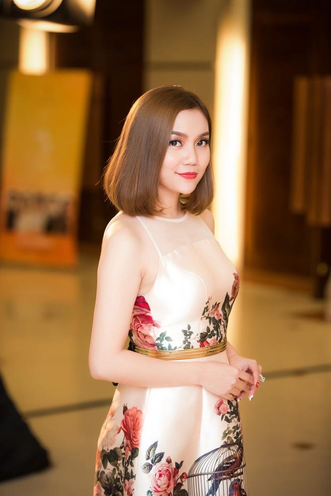 Thuỵ Vân, Đan Lê mặc mỏng manh giữa trời lạnh - ảnh 8