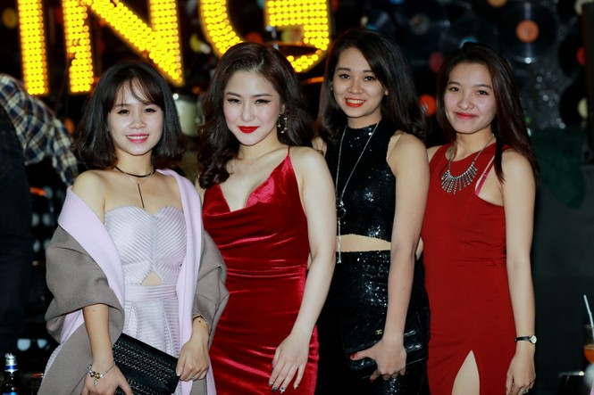 Hương Tràm diện váy đỏ gợi cảm chạy show đầu năm mới - ảnh 8