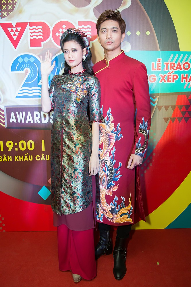 Trương Quỳnh Anh được Tim bế bổng trên thảm đỏ - ảnh 9
