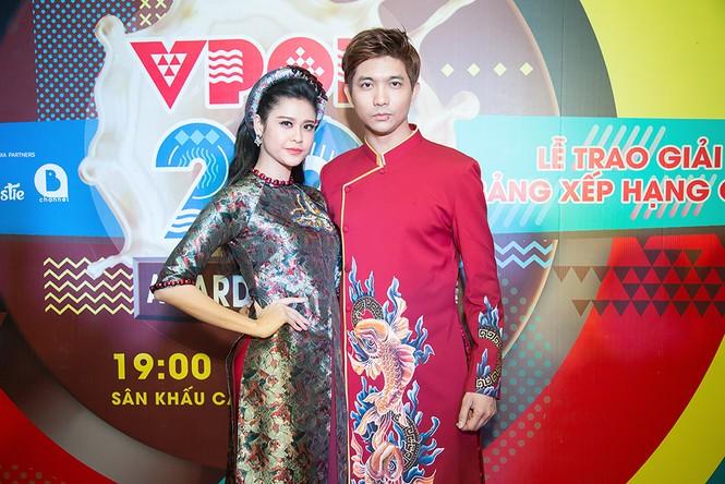 Trương Quỳnh Anh được Tim bế bổng trên thảm đỏ - ảnh 10