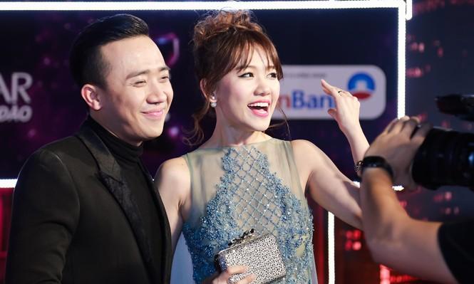 Hari Won cười 'tít mắt' bên Trấn Thành khi nhận giải thưởng âm nhạc - ảnh 3