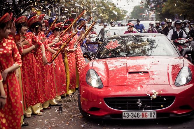 Dàn siêu xe hoành tráng trong lễ rước dâu của Hoa hậu Thu Ngân - ảnh 2