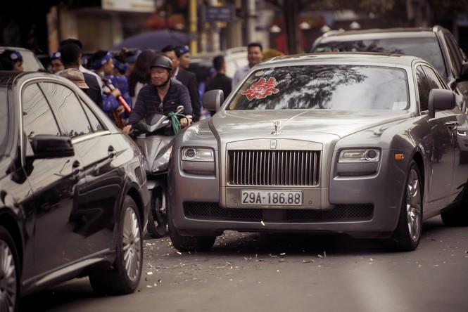 Dàn siêu xe hoành tráng trong lễ rước dâu của Hoa hậu Thu Ngân - ảnh 4