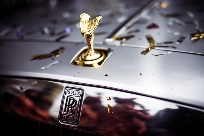 Dàn siêu xe hoành tráng trong lễ rước dâu của Hoa hậu Thu Ngân - ảnh 12