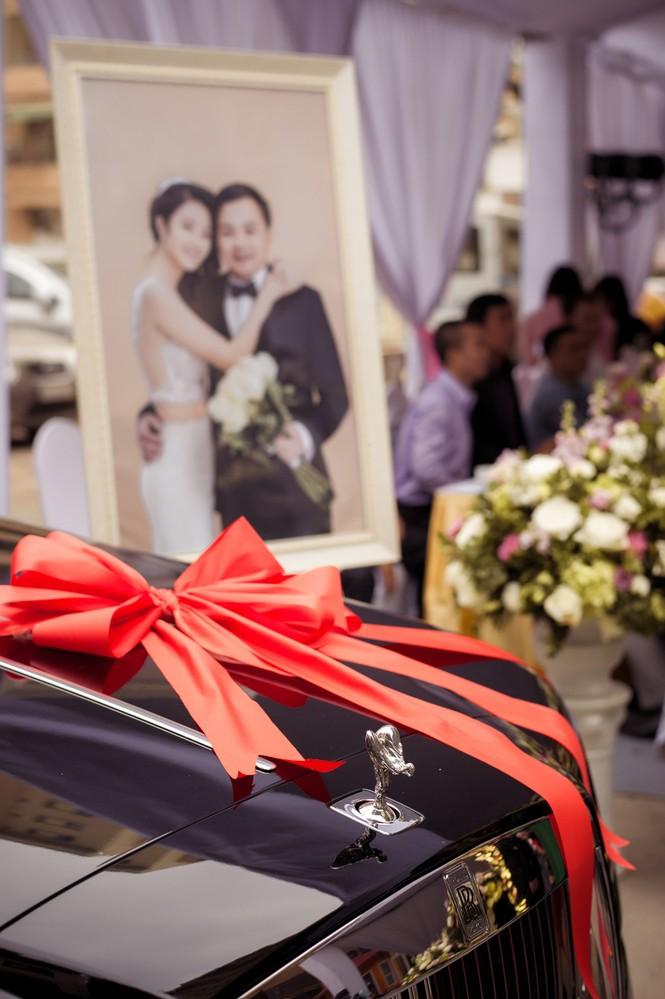 Dàn siêu xe hoành tráng trong lễ rước dâu của Hoa hậu Thu Ngân - ảnh 8