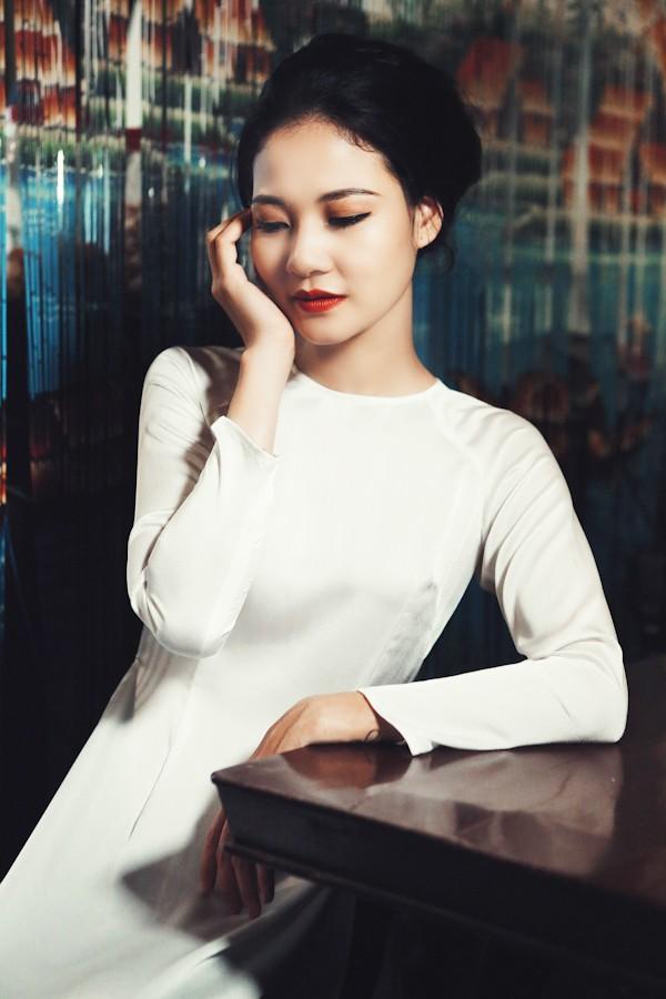 Trần Thị Quỳnh hoá thiếu nữ Sài Gòn xưa với áo dài - ảnh 2