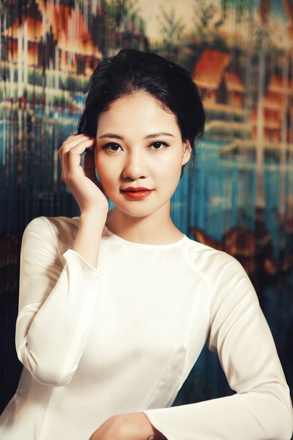 Trần Thị Quỳnh hoá thiếu nữ Sài Gòn xưa với áo dài - ảnh 1