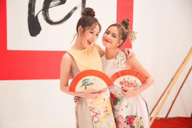 Hoàng Thuỳ Linh, Chi Pu 'quậy tưng bừng' khi quay MV Tết - ảnh 3