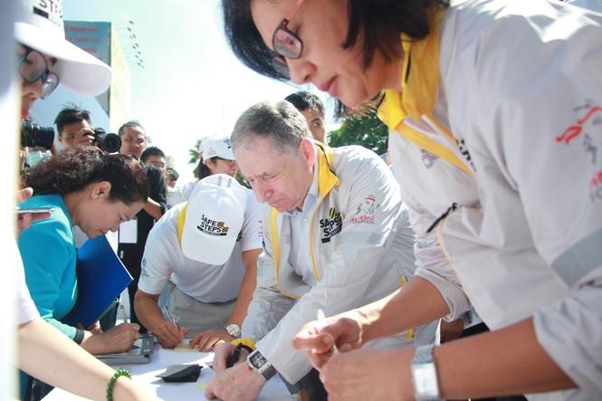 Đại sứ Dương Tử Quỳnh khởi động dự án An toàn đường bộ cùng sinh viên - ảnh 2