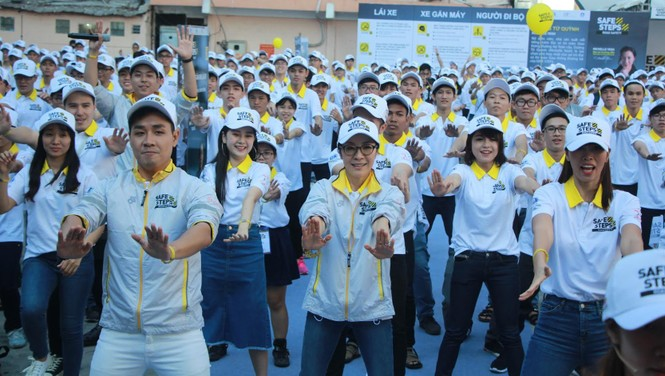 Nguyên Khang, Hà Anh dạy Dương Tử Quỳnh nhảy flashmob - ảnh 11