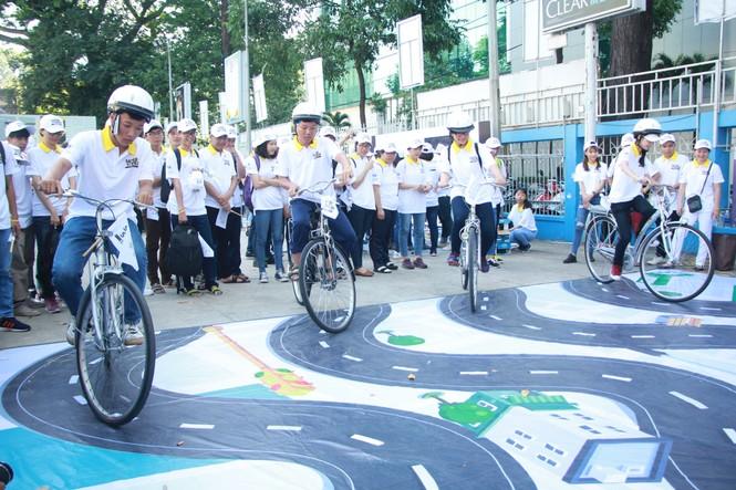 Đại sứ Dương Tử Quỳnh khởi động dự án An toàn đường bộ cùng sinh viên - ảnh 5