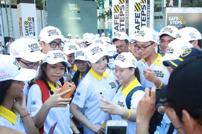 Đại sứ Dương Tử Quỳnh khởi động dự án An toàn đường bộ cùng sinh viên - ảnh 4