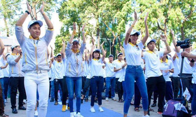 Nguyên Khang, Hà Anh dạy Dương Tử Quỳnh nhảy flashmob - ảnh 10