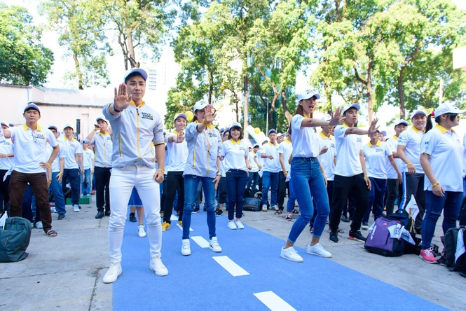Nguyên Khang, Hà Anh dạy Dương Tử Quỳnh nhảy flashmob - ảnh 9