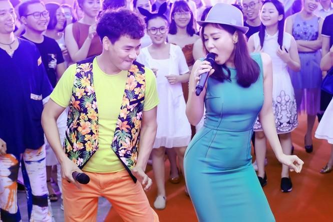 Xuân Bắc, MC Phan Anh hào hứng múa phụ hoạ cho Thu Minh - ảnh 7