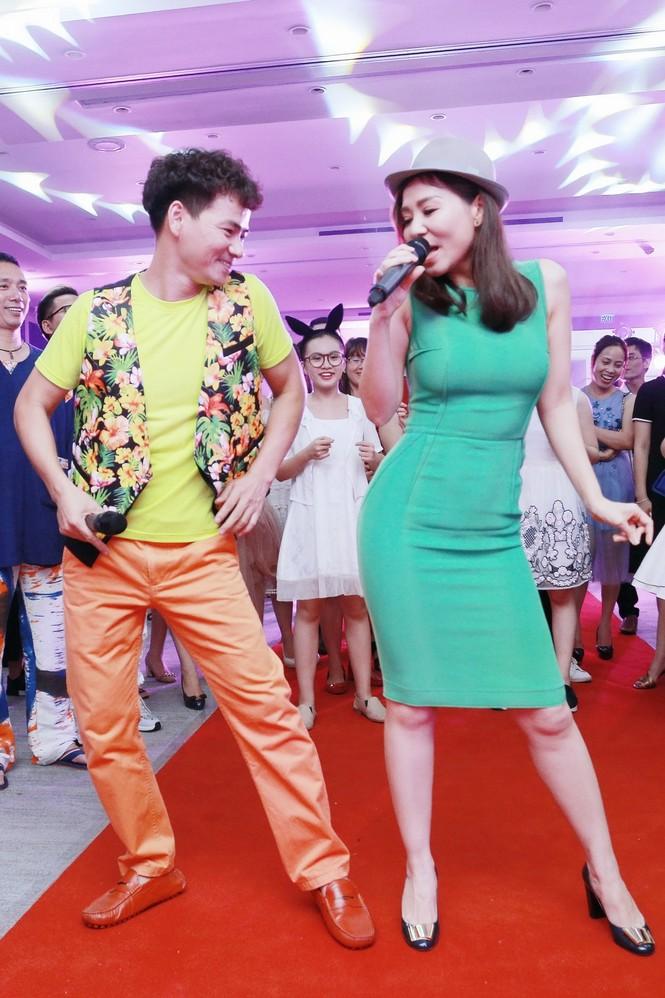 Xuân Bắc, MC Phan Anh hào hứng múa phụ hoạ cho Thu Minh - ảnh 8