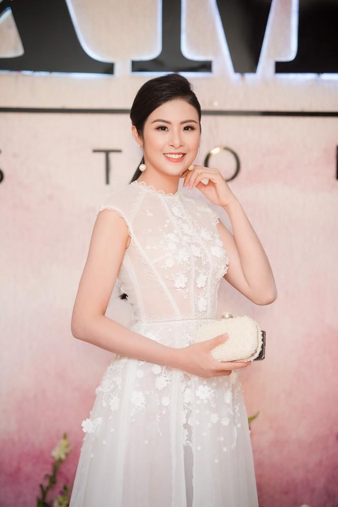 Dàn hoa hậu, á hậu 'đọ sắc' với váy ren trắng xuyên thấu - ảnh 4