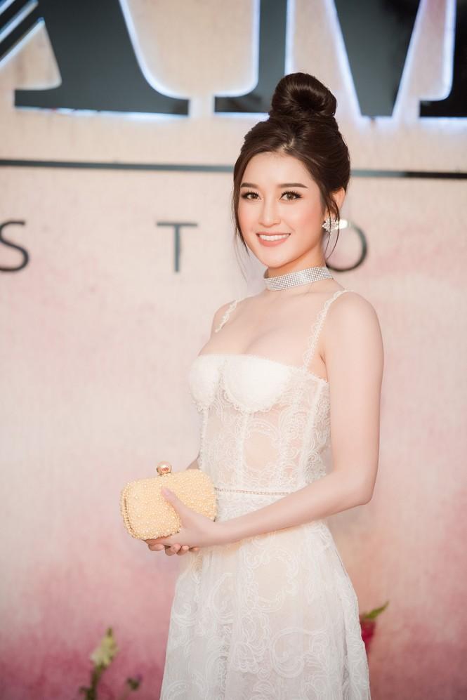 Dàn hoa hậu, á hậu 'đọ sắc' với váy ren trắng xuyên thấu - ảnh 6