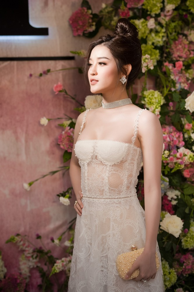 Dàn hoa hậu, á hậu 'đọ sắc' với váy ren trắng xuyên thấu - ảnh 7