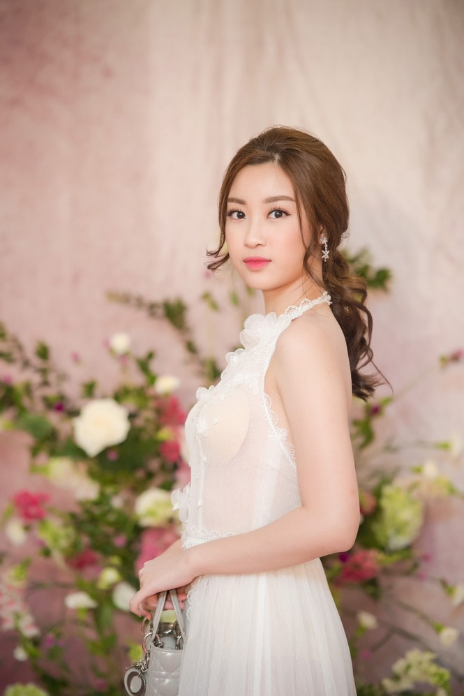 Dàn hoa hậu, á hậu 'đọ sắc' với váy ren trắng xuyên thấu - ảnh 2