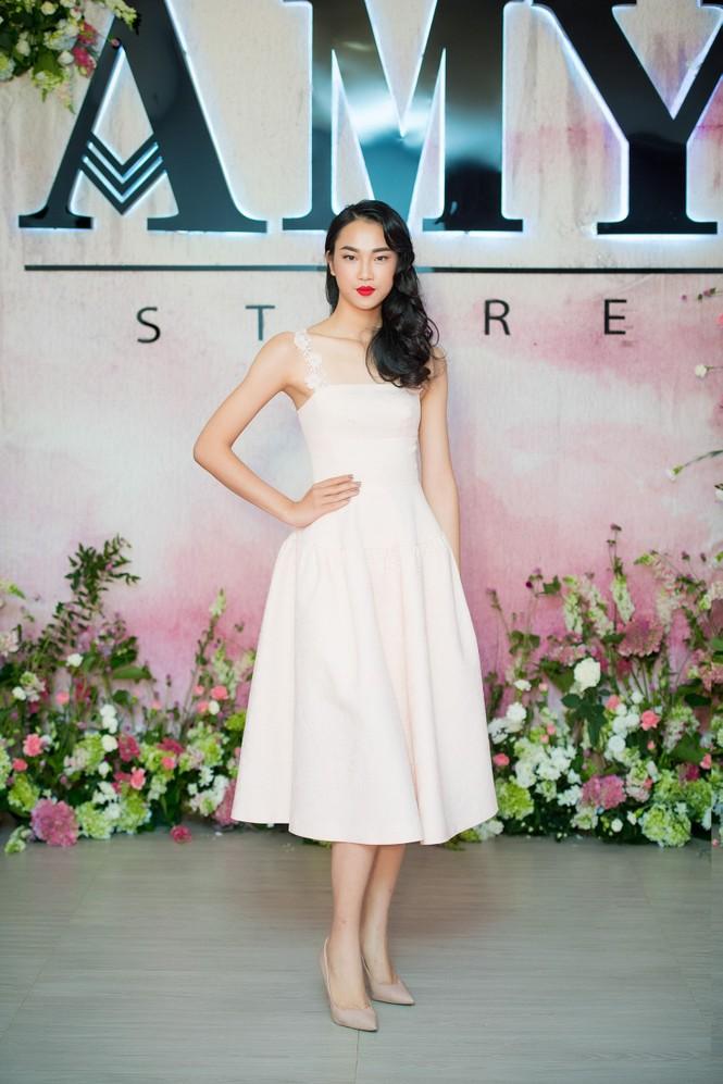 Dàn hoa hậu, á hậu 'đọ sắc' với váy ren trắng xuyên thấu - ảnh 8