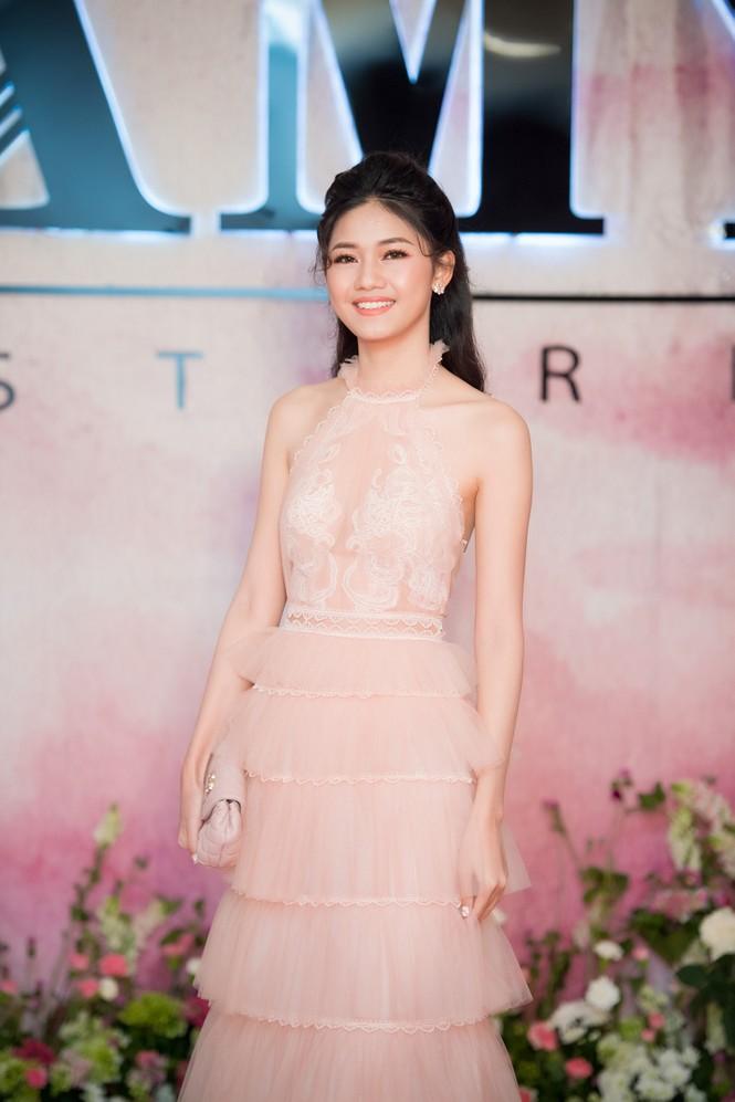 Dàn hoa hậu, á hậu 'đọ sắc' với váy ren trắng xuyên thấu - ảnh 3