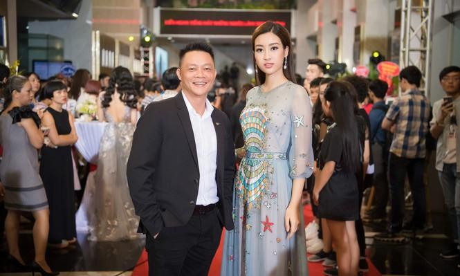 Hoa hậu Mỹ Linh lộng lẫy khoe sắc bên dàn sao VTV - ảnh 3
