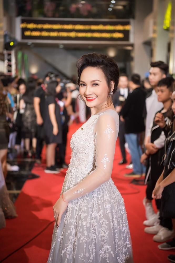 Hoa hậu Mỹ Linh lộng lẫy khoe sắc bên dàn sao VTV - ảnh 8