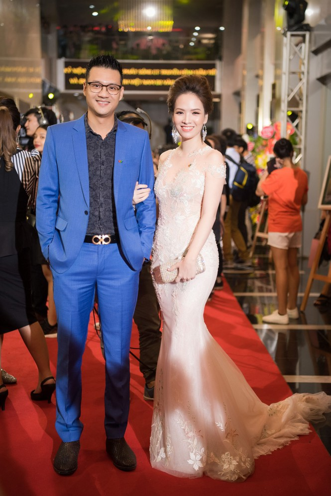 Hoa hậu Mỹ Linh lộng lẫy khoe sắc bên dàn sao VTV - ảnh 10