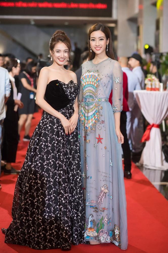 Hoa hậu Mỹ Linh lộng lẫy khoe sắc bên dàn sao VTV - ảnh 4