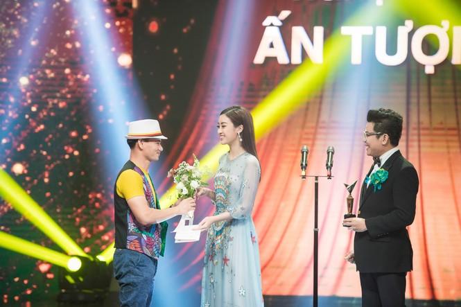 Hoa hậu Mỹ Linh lộng lẫy khoe sắc bên dàn sao VTV - ảnh 6
