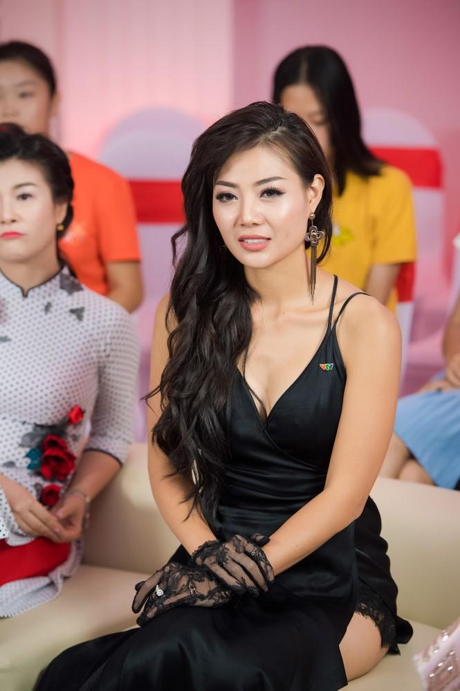 Hoa hậu Mỹ Linh lộng lẫy khoe sắc bên dàn sao VTV - ảnh 13