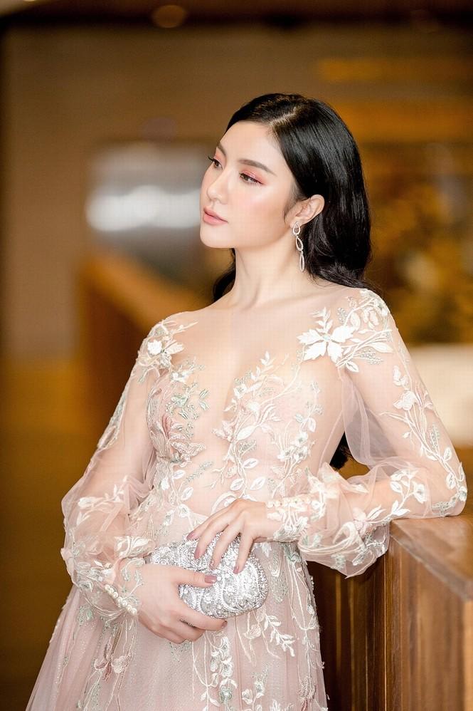 Hạnh Sino mặc xuyên thấu, khoe dáng gợi cảm bên Tuấn Hưng - ảnh 4