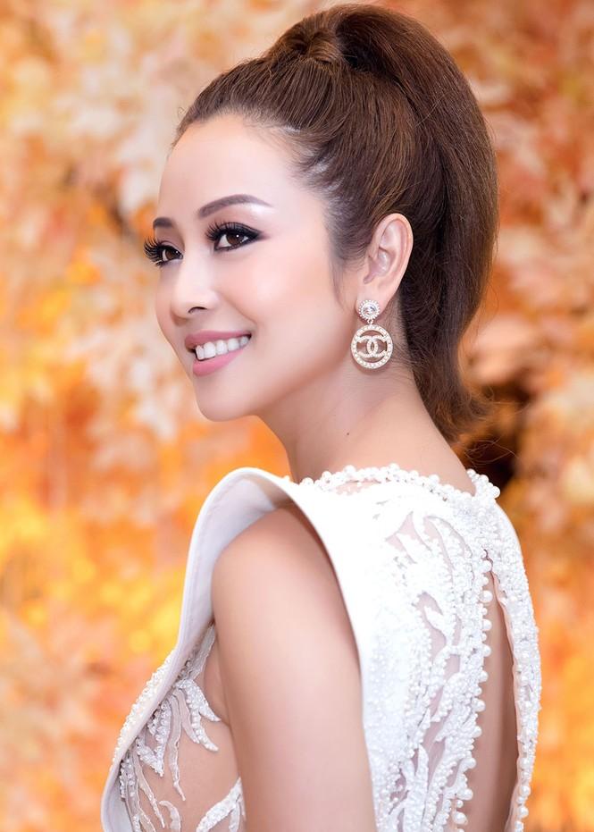 Jennifer Phạm mặc gợi cảm, khoe giọng và nhảy 'sung' trên sân khấu - ảnh 3