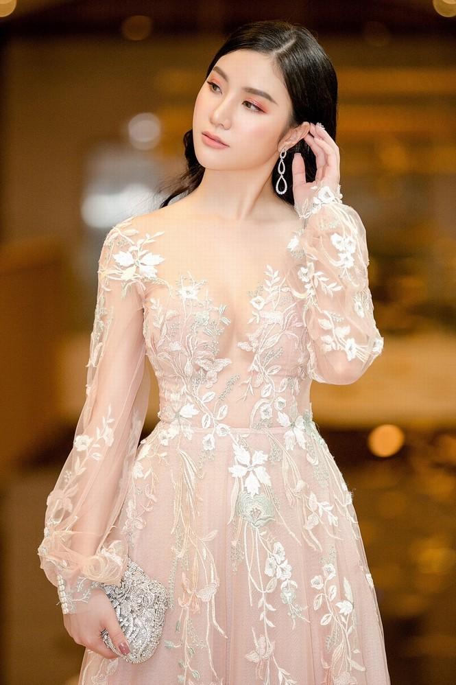 Hạnh Sino mặc xuyên thấu, khoe dáng gợi cảm bên Tuấn Hưng - ảnh 3