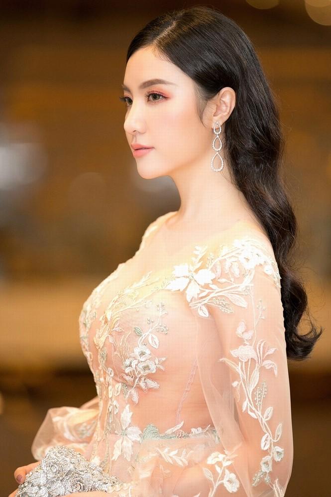 Hạnh Sino mặc xuyên thấu, khoe dáng gợi cảm bên Tuấn Hưng - ảnh 5