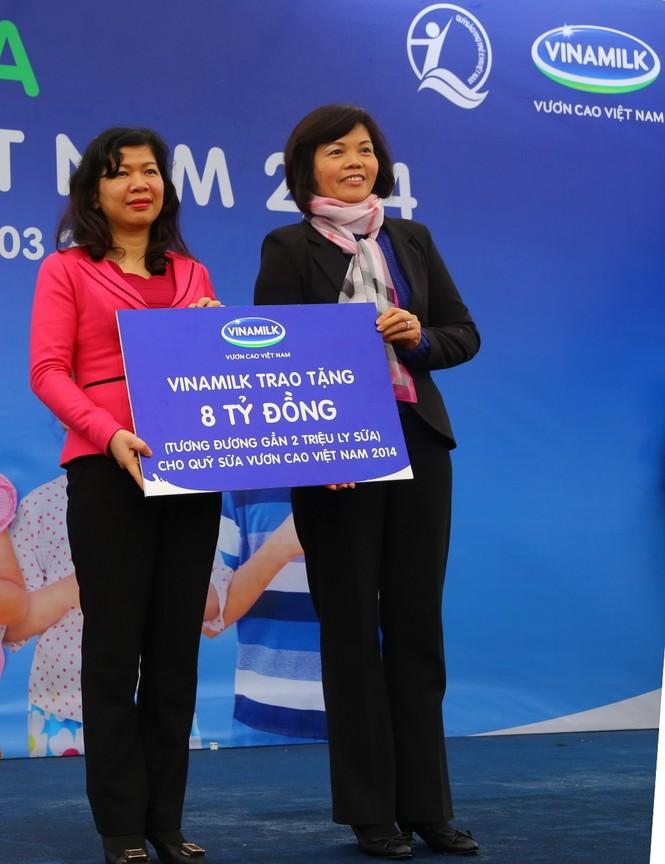 Vinamilk dành 8 tỷ đồng cho quỹ sữa 'Vươn cao Việt Nam' năm 2014  - ảnh 2