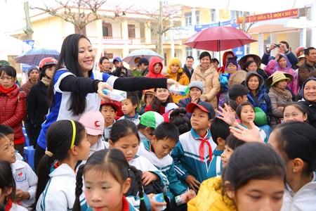 Vinamilk dành 8 tỷ đồng cho quỹ sữa 'Vươn cao Việt Nam' năm 2014  - ảnh 5