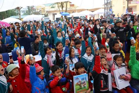 Vinamilk dành 8 tỷ đồng cho quỹ sữa 'Vươn cao Việt Nam' năm 2014  - ảnh 7