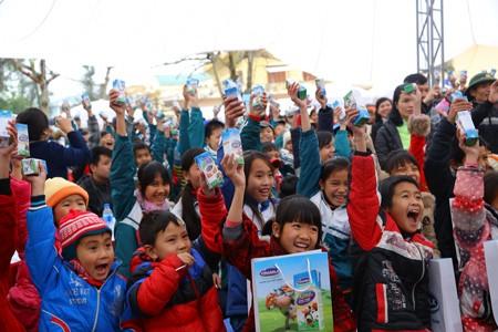 Vinamilk dành 8 tỷ đồng cho quỹ sữa 'Vươn cao Việt Nam' năm 2014  - ảnh 8